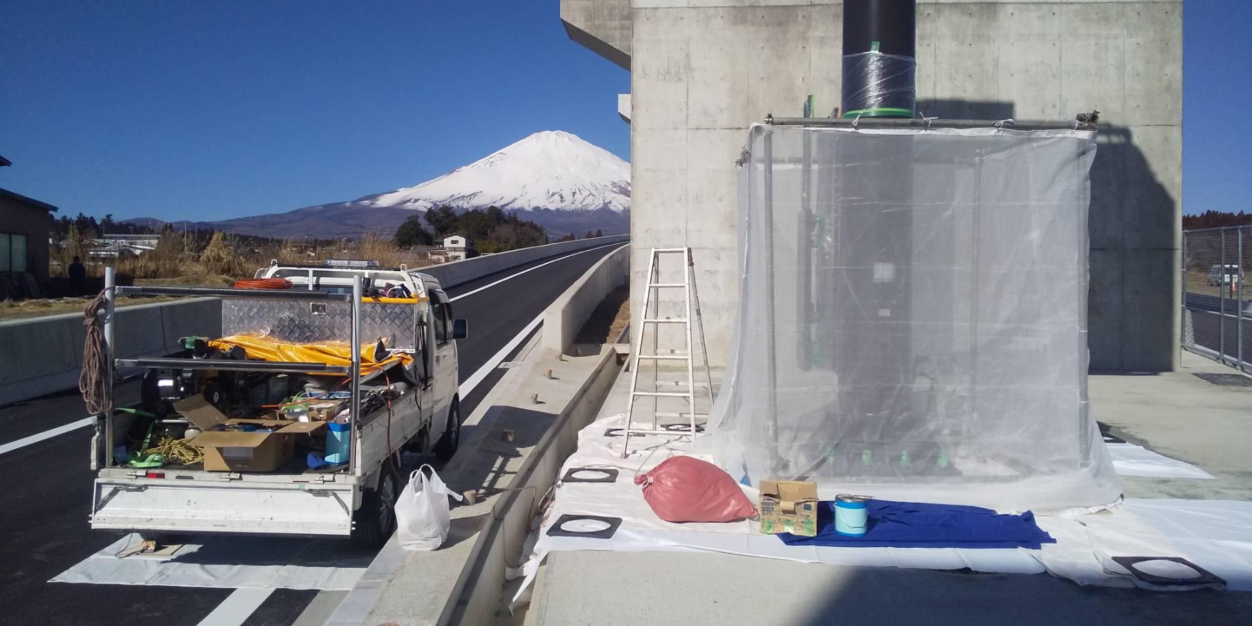 【施工実績】新東名 標識柱の特殊塗装工事